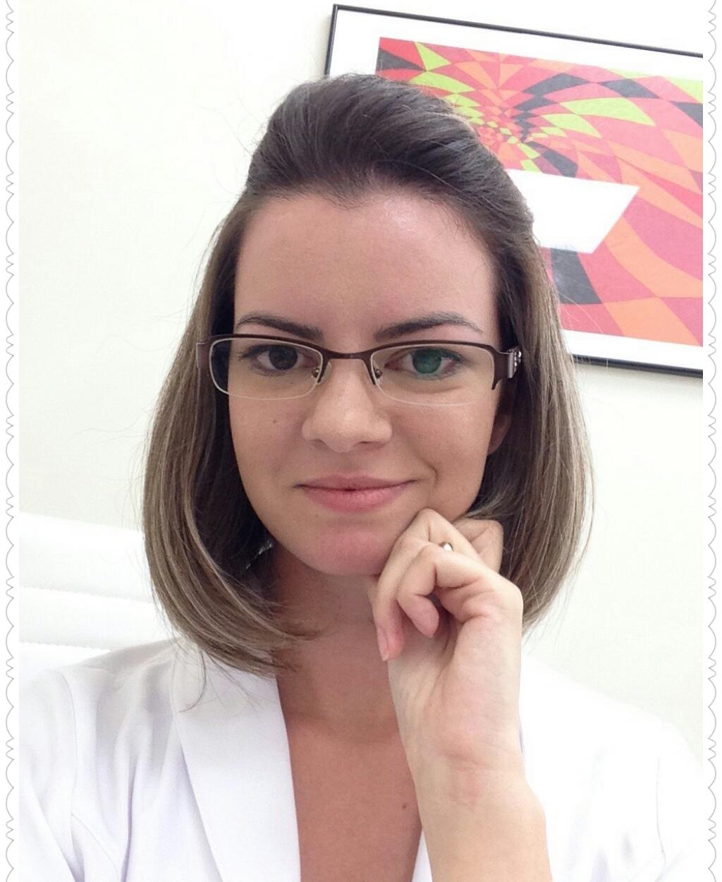 http://clinicahumaire.com.br/wp-content/uploads/2016/08/Julie-Dermopigmentadora.jpg