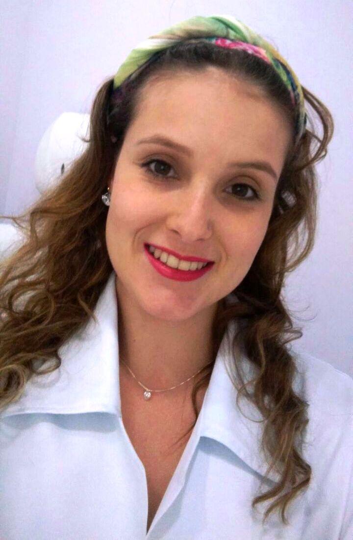 http://clinicahumaire.com.br/wp-content/uploads/2016/08/Renata-Castilho-Fisioterapeuta.jpg